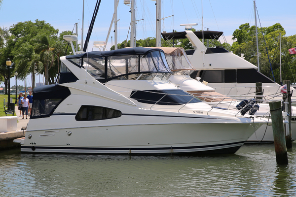 35' Silverton 330 Sport Bridge 2005 | Sea Castle