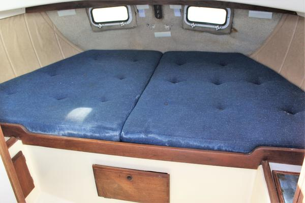 1979O Day 37 ft 37CC   Rocky Comfort