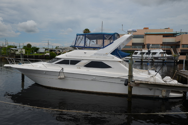 1997 Sea Ray 440EB