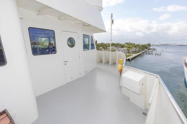 Starboard Access to P/H with Controls Side