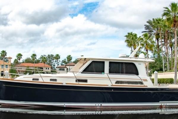 42' Sabre 42 Salon Express 2016 | Rowe Boat