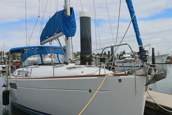 2010Jeanneau 45 ft 44i