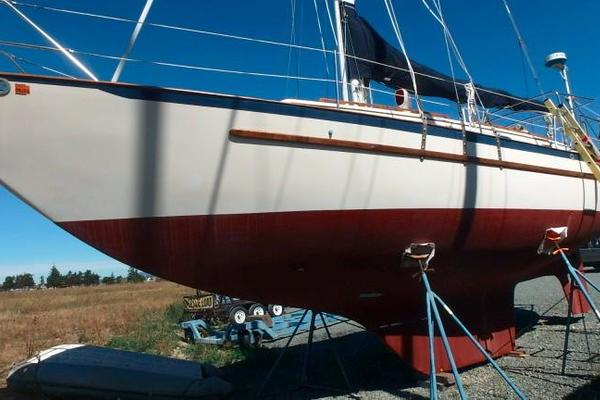 Picture Of: 37' Pacific Seacraft 37 1982 Yacht For Sale | 3 of 38