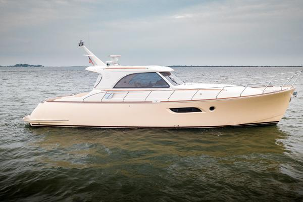 Picture Of: 44' Mochi Craft 44 Dolphin 2008 Yacht For Sale | 1 of 53