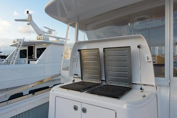 2013 Hatteras 80' 80 Motor Yacht  | Picture 6 of 66