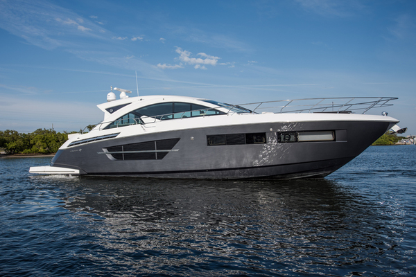 Used Cruisers Yachts | Cantius, Flybridge, Express and Express Coupe