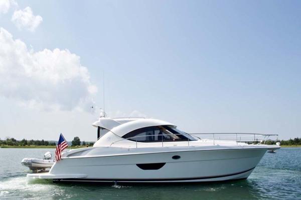 44 Riviera 2009 Starboard Profile