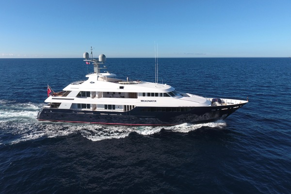 165' Feadship Tri-Deck 2000 | BROADWATER