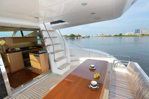 2020 Dyna Yachts 52' Flybridge  | Picture 8 of 18