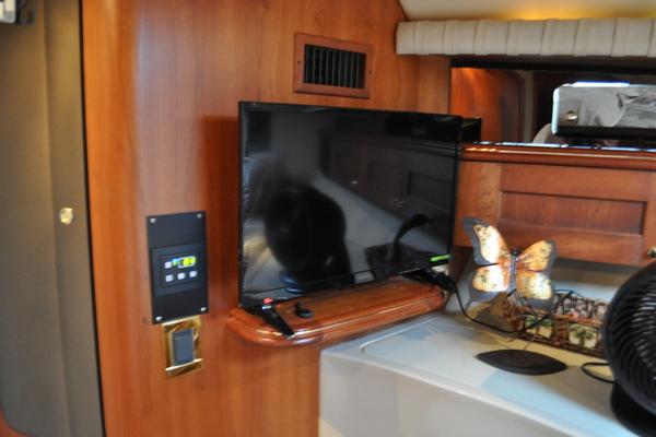 2002Cruisers Yachts 42 ft 4270 Express   Fuhgeddaboutdit