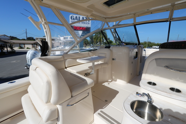 Picture Of: 33' Grady-White 335 Freedom 2016 Yacht For Sale   4 of 16