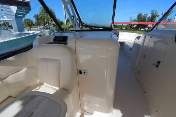 Picture Of: 33' Grady-White 335 Freedom 2016 Yacht For Sale   3 of 16