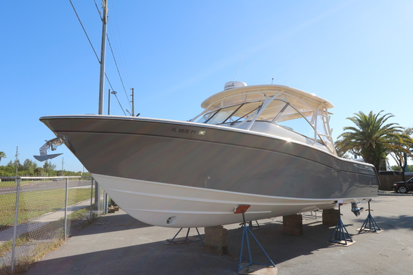 Picture Of: 33' Grady-White 335 Freedom 2016 Yacht For Sale   1 of 16