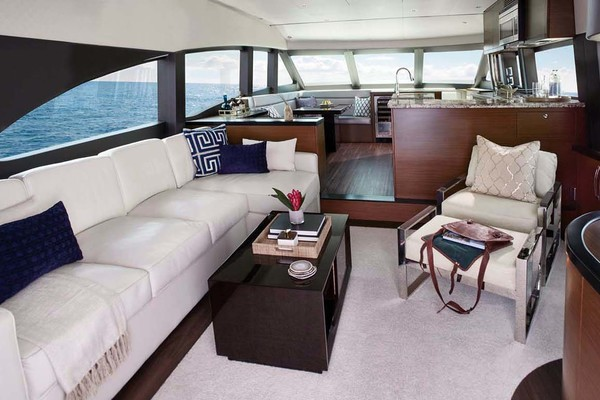 2020 Hatteras 60' M60  | Picture 4 of 18