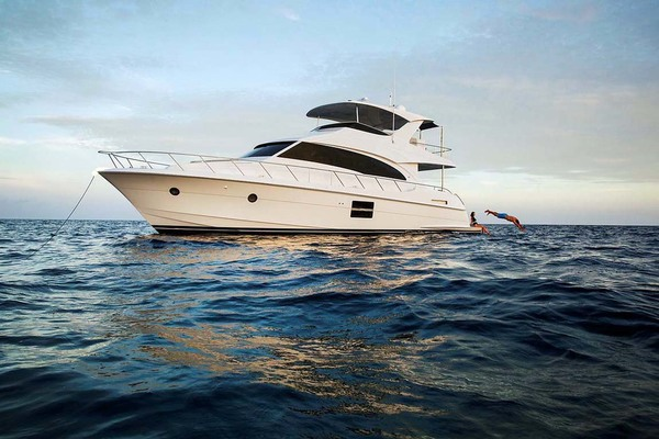 2020 Hatteras 60' M60  | Picture 1 of 18