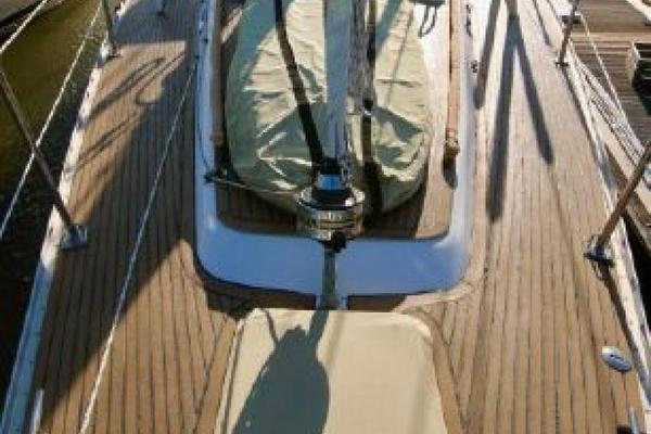1999 Hylas 54' RS Twilight | Picture 5 of 13