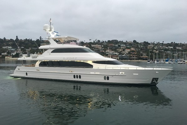 110' Horizon Tri-deck Motoryacht 2007 | El Mirar Ii