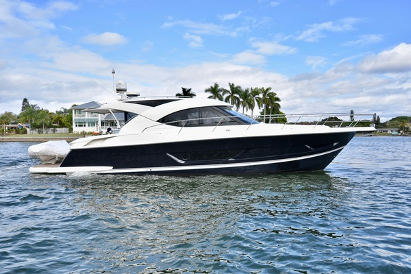 2015 Riviera 4400 Sport Yacht  Gail Force  Dinette