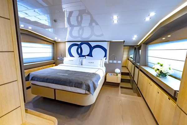 2014Ferretti Yachts 96 ft 960   CLUB M
