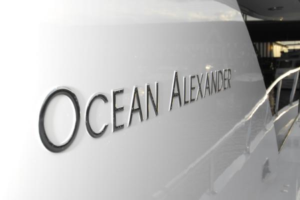 2009 Ocean Alexander 74' 2009 HATT TRICK   Picture 4 of 55