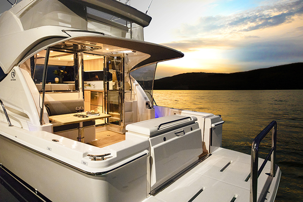 2019Riviera 39 ft 39 Sports Motor Yacht