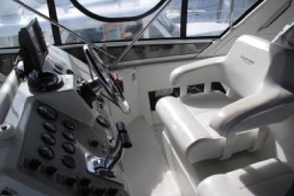 2000Carver 42 ft 410 Sport Sedan   Mist Approach