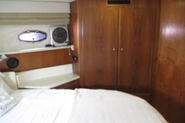 2000Carver 42 ft 406 Motor Yacht   Mist Approach