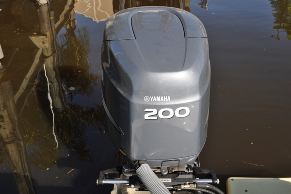 2005Everglades 22 ft 223CC