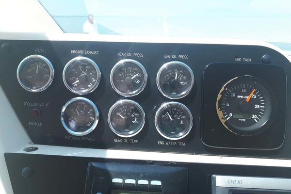1992 Hatteras 58' Convertible Animo ll | Picture 6 of 32