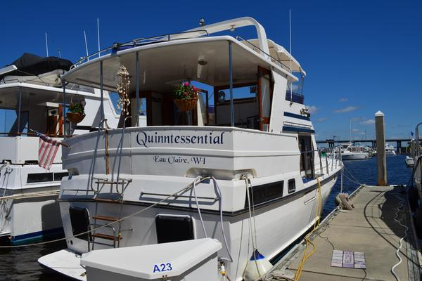 40' Novatec Heritage East 40 Sundeck Trawler 1997 | Quinntessential