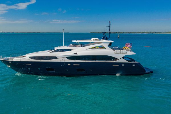 112' Sunseeker 34m Yacht 2011 | Useless