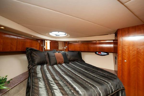 2006 47 Cruisers Galley