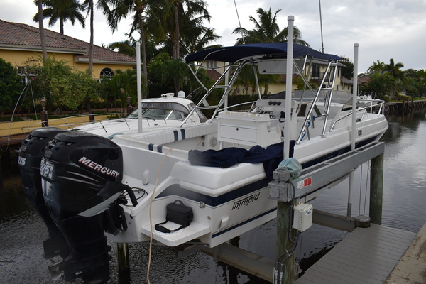 1997Intrepid 33 ft 339 Walk Around