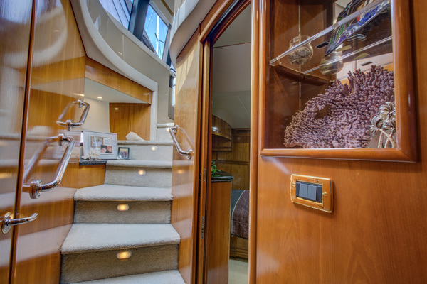 2001Carver 53 ft 530 Voyager Pilothouse   Crown Wealth