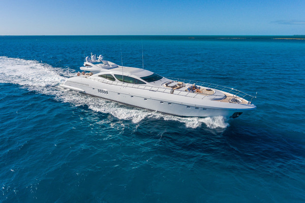 130' Mangusta High Performance 2005 | INCOGNITO