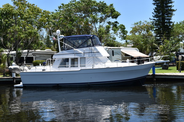 photo of This 1999 43' 430 Trawler for Sale - SYS Yacht Sales Mainship