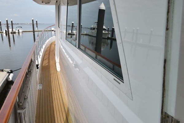 1988 Hatteras 67' 67  Cockpit Motor Yacht Lady Paragon | Picture 2 of 78