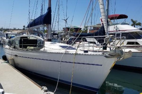 Picture Of: 41' Catalina 400 1999 Yacht For Sale | 2 of 7