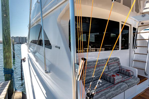 2004 65 Viking Flybridge   Master SR 1