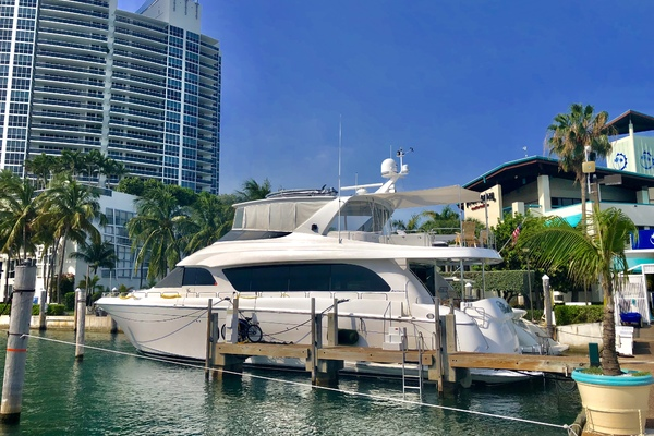 2008 Hatteras 72' 72 Motor Yacht Christina | Picture 7 of 40