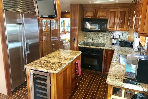 2008 Hatteras 72' 72 Motor Yacht Christina | Picture 4 of 40