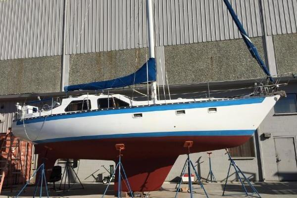 35' Cooper 353 Pilothouse 1982 | Chubby