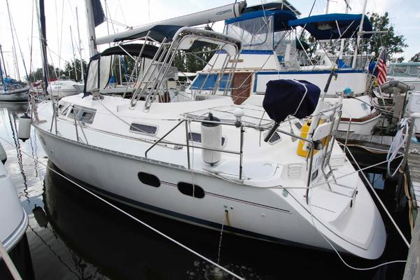 42' Hunter Passage 1997 | Mistress