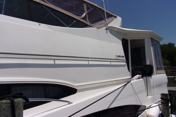 Picture Of: 46' Carver 466 Carver Aft Cabin 2004 Yacht For Sale | 3 of 47
