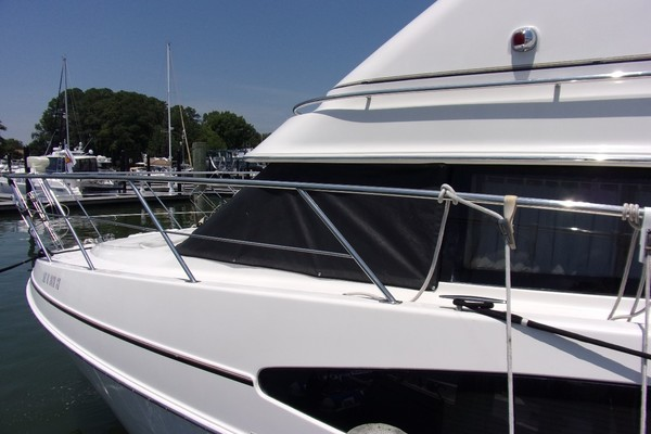 Picture Of: 46' Carver 466 Carver Aft Cabin 2004 Yacht For Sale | 4 of 47