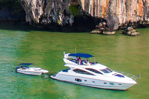 Picture Of: 64' Sunseeker Manhattan 60 2009 Yacht For Sale | 3 of 21