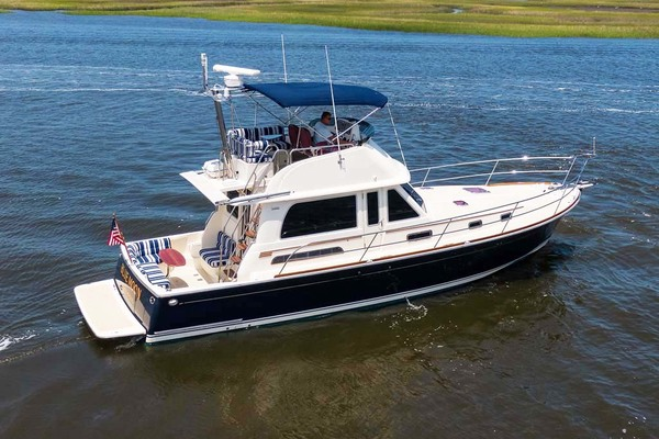 40' Sabre Flybridge 2010 | Blue Moon