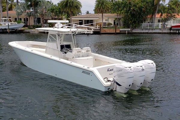 38' Jupiter Center Console 2008 | Knot Well