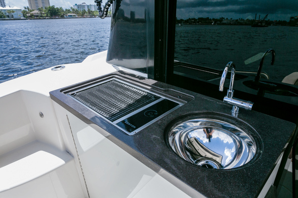 2016 Sea Ray 47'   | Picture 8 of 87