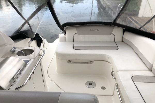 2011Sea Ray 28 ft 280 Sundancer   Make  N Waves